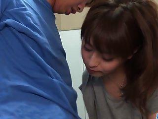 risa mizuki intenta joder con el hombre en más en 69avs.com
