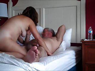 pareja madura teniendo sexo