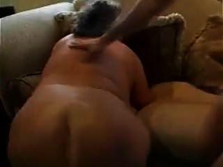 abuela forzada empujó en el sofá de la sala!