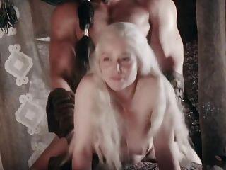emilia clarke follada a lo perrito