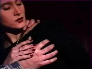 Sexo anal en grupo amateur en el cine publico