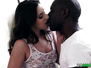 profundo sexo anal interracial con amirah adara