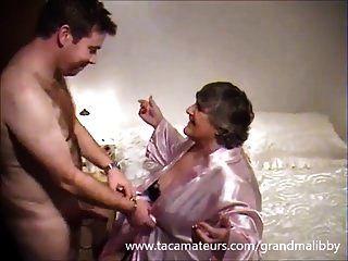 Grandmalibby de 80 años folla a joven semental