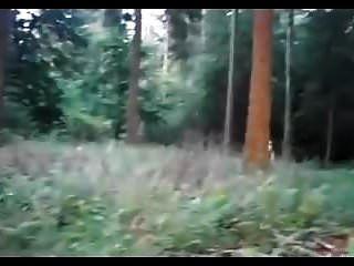 amateur pelirroja babe botella grande follando en el bosque