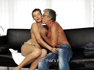 papi4k. Sexo apasionado junto a la piscina con la d del novio.