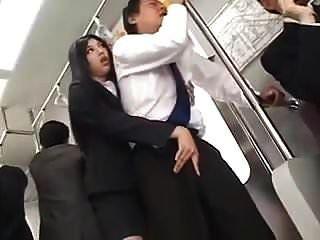 Sensual largo tease y hj en tren (censurado)
