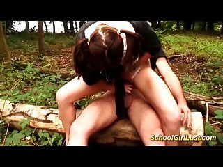 anal joven colegiala francés golpeó en el bosque