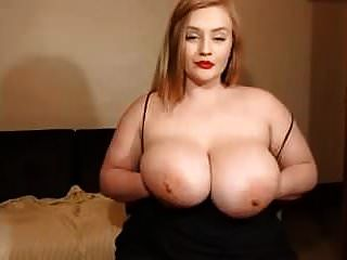 Show de webcam para una linda chica blanca con unas tetas enormes