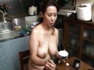 mamá japonesa desnuda tetas grandes