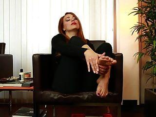 El joi para batir en los pies sexy de Becky.