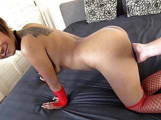 sexy joven tailandesa en su primer video de sexo