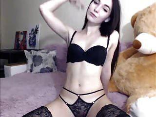 Morena sexy, striptease y masturbándose, cabello largo, cabello.