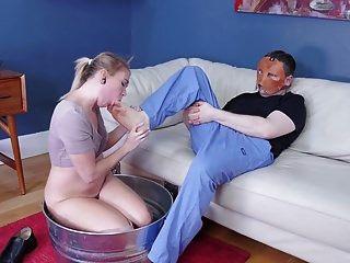 Sucio joven rubio come el culo y los pies del hombre
