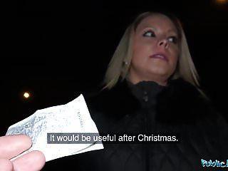 Agente público en busca de culo sexy en las calles.