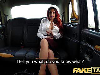 entrenador falso pelirroja tetona personal de taxi en cogida de taxi salvaje