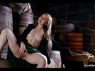 Doncella medieval atrapada en la despensa gracie verde