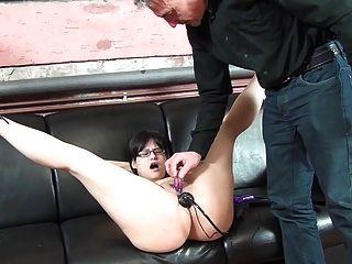 consoladores en el culo y el coño para la puta esclava