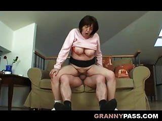 abuela gorda tetona tiene sexo con el abuelo