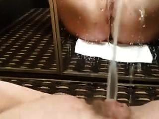 amateur selfie dormitorio espejo grande mear y masturbación