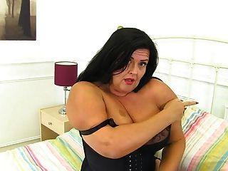 madre madura británica de grandes pechos con curvas conseguir salvaje