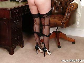 Rubia tetona se desnuda hasta la ropa interior pura nylon vintage