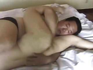 padre japonés gordo folla joven