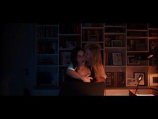 Heida Reed escena lesbiana en stella blomkvist s01e06