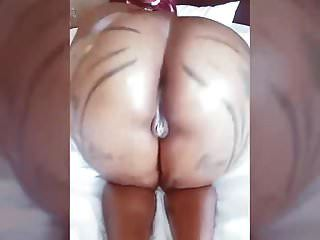 brittney jones juega su culo en una habitación de hotel
