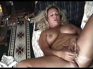 gordita madura se masturba hasta un orgasmo tranquilo
