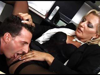hermosa puta follada en su oficina