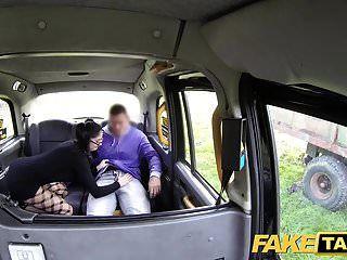 falso taxi belleza española con gafas ama polla taxi