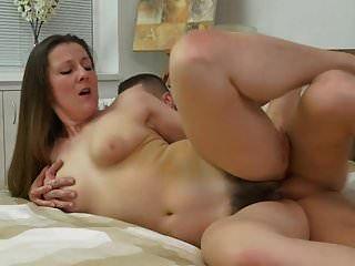 madre madura peluda seducir joven hijo afortunado