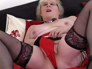 abuela británica con vagina muy hambrienta