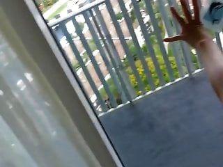 golpeando en la ventana
