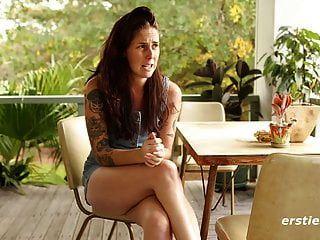 sexy susie peluda arbusto y tatuaje coño jugar