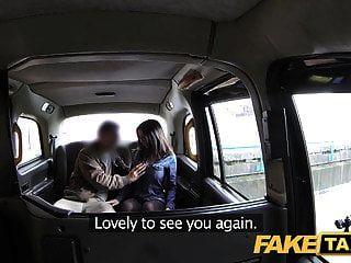 nena taxi falso español tiene grandes tetas y culo