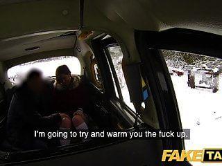 falso taxi pelirroja sexy taxi caliente chupa y folla en un día nevado