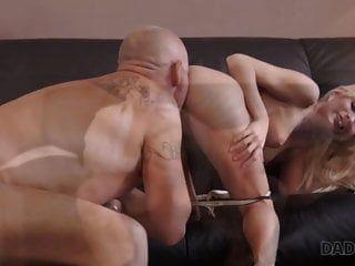papi4k. Rubia curiosa quería probar el sexo con experiencia ..