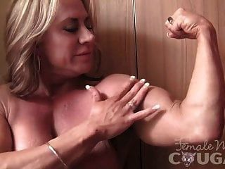culturista femenina madura plantea y se masturba