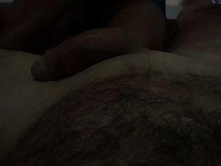 El tipo colgado recibe un masaje tailandés 10, queda tiempo para relajarse.