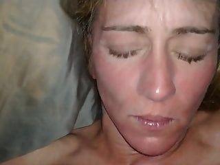 Lady J recibe un facial por la mañana antes del desayuno