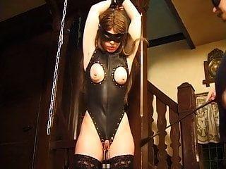 Ella sabe lo que pasa cuando llega el momento del swing sexual.