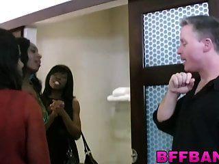 lindas chicas negras universitarias se divierten con su amigo de mierda
