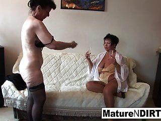 Trio de lesbianas sexy con abuelitas calientes