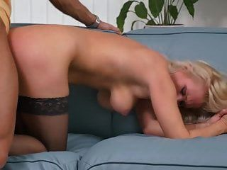 Sexo tabú con hermosas madres e hijos maduros