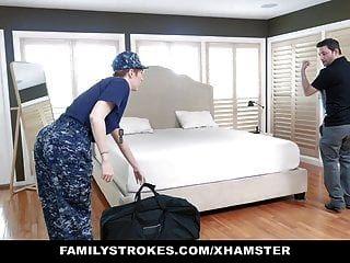 Familystrokes esposa pelirroja militar es embestida por hijastro