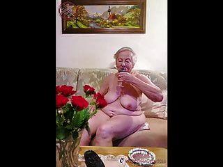 omageil casi cien años abuela desnuda